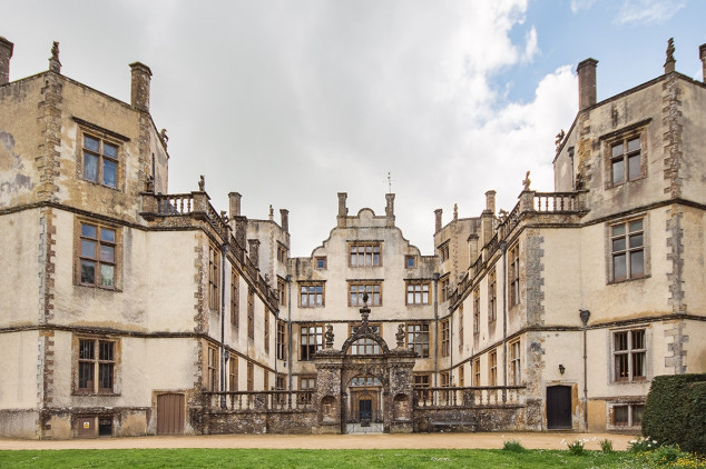 Iggy Wedding DJ gallery - sherborne castle wedding helen and phillipe